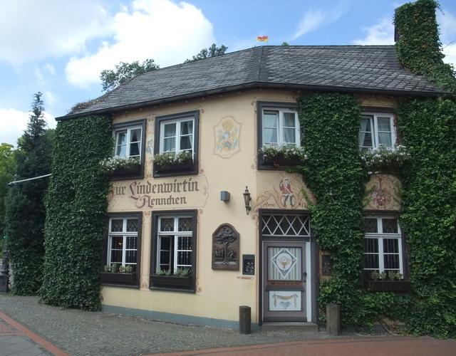 """Blick auf das Gasthaus """"Zur Lindenwirtin Aennchen"""""""