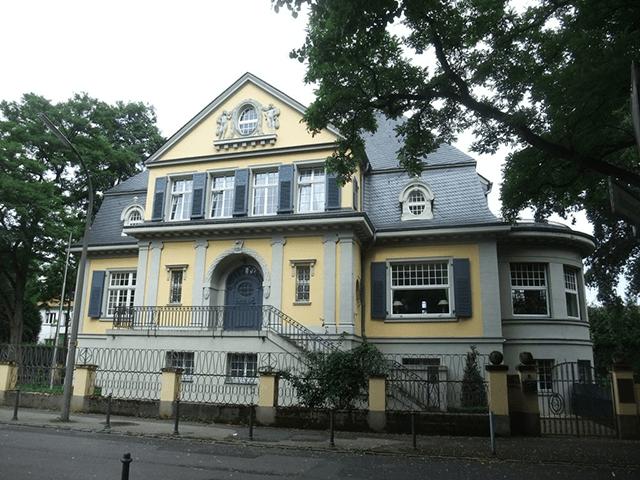 Blick auf das ehemalige Wohnhaus Maß