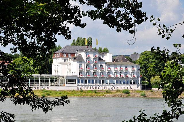 Blick auf das Rheinhotel Dreesen