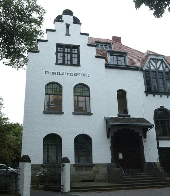 Blick auf das evangelische Gemeindehaus