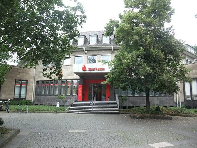 Sparkasse KölnBonn*, Hausnr. 1, (Nr. 1 im Spaziergang)