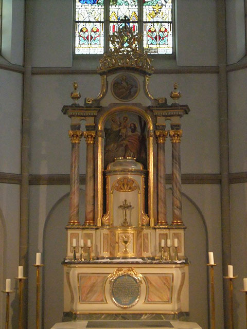 Blick auf den Altar der St. Andreaskirche