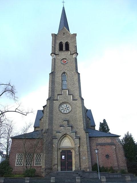Blick auf den Turm der St. Evergisluskirche