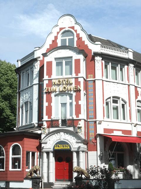 Hotel zum Löwen*, Von-Groote-Platz 1 (Nr. 6 im Spaziergang)