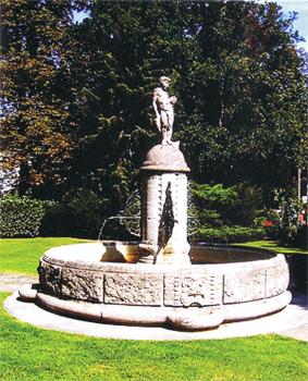 Bübchenbrunnen (vom Verein 1937 an Ecke Beethovenallee/Denglerstraße aufgestellt)