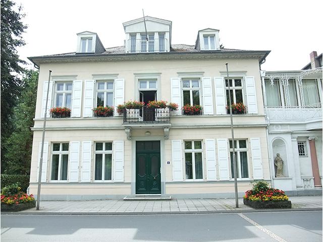 Blick auf die Villa Kurfürstenallee 6